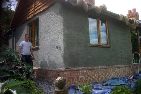 irender-employee-preparing-base-before-colour-eco-rendering-hemp-create-house
